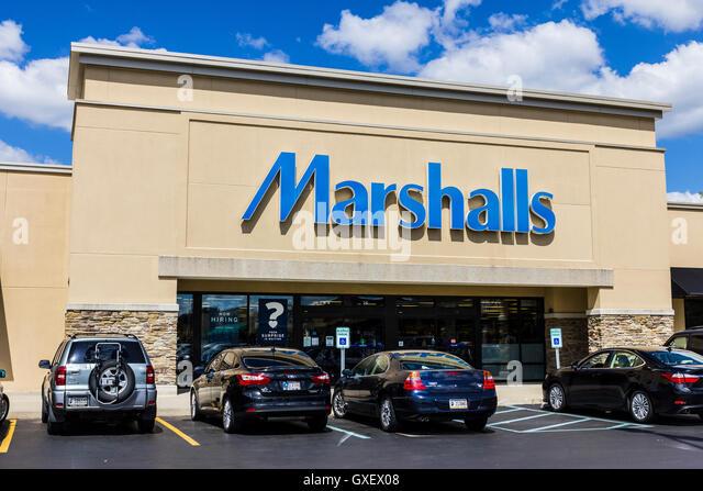 Indianapolis - ca. September 2016: Marshalls Einzelhandel Strip Mall Lage. Marshalls ist eine Tochtergesellschaft Stockbild