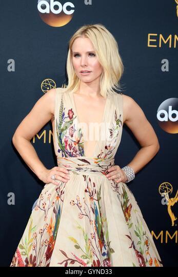 Los Angeles, CA, USA. 18. September 2016. Kristen Bell im Ankunftsbereich für das 68. Annual Primetime Emmy Stockbild