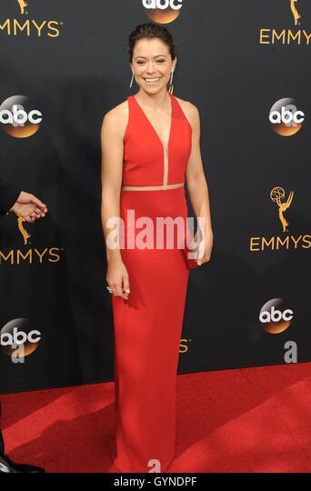 Los Angeles, CA, USA. 18. September 2016. Tatiana Maslany im Ankunftsbereich für das 68. Annual Primetime Emmy Stockbild