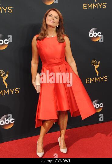 Los Angeles, CA, USA. 18. September 2016. Roma Downey im Ankunftsbereich für das 68. Annual Primetime Emmy Stockbild