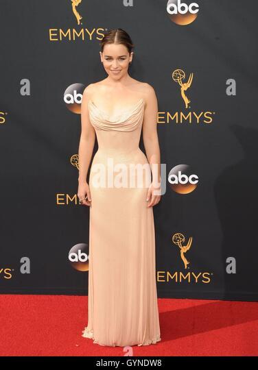 Los Angeles, CA, USA. 18. September 2016. Emilia Clarke im Ankunftsbereich für das 68. Annual Primetime Emmy Stockbild