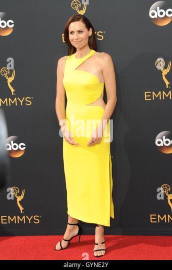 Los Angeles, CA, USA. 18. September 2016. Minnie Driver im Ankunftsbereich für das 68. Annual Primetime Emmy Stockbild