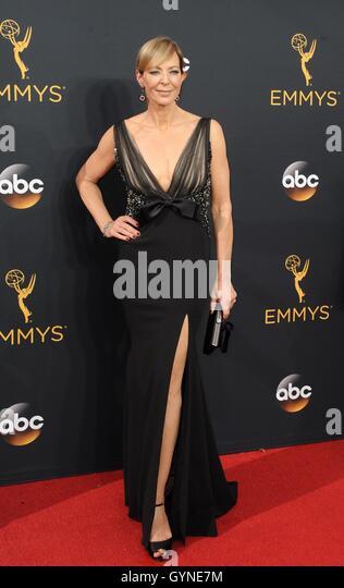 Los Angeles, CA, USA. 18. September 2016. Allison Janney im Ankunftsbereich für das 68. Annual Primetime Emmy Stockbild