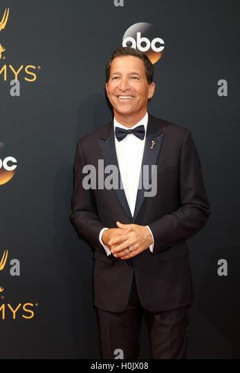 Los Angeles, CA, USA. 18. September 2016. Bruce Rosenblum im Ankunftsbereich für das 68. Annual Primetime Emmy Stockbild