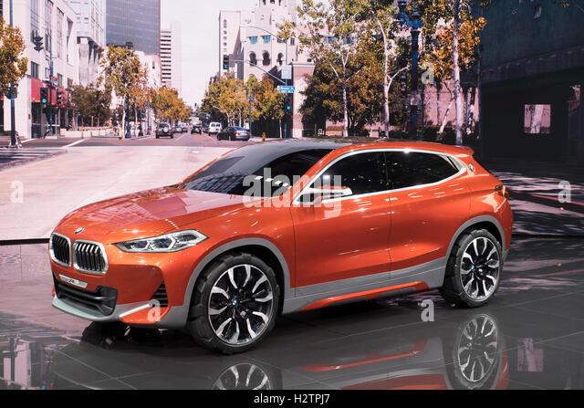 Blick auf die Weltpremiere des BMW X 2 Konzept SUV auf der Paris Motor Show 2016 Stockbild