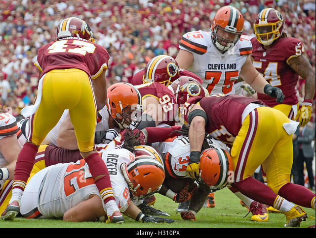 Landover, Maryland, USA. 2. Oktober 2016. Cleveland Browns Runningback Jesaja Crowell (34) punktet seinem Team den Stockbild