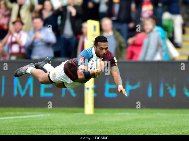 London, UK. 8. Oktober 2016.  Alofa Alofa des Harlequins erzielte einen Versuch bei Aviva Premiership Rugby-Spiel Stockbild