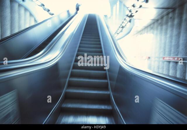 U-Bahnstation, Rolltreppe, Metro, stetige Sponsor, Rolltreppe, Treppe, Rising, Ausfahrt, Transport Menschen, Gesichtslos, Stockbild