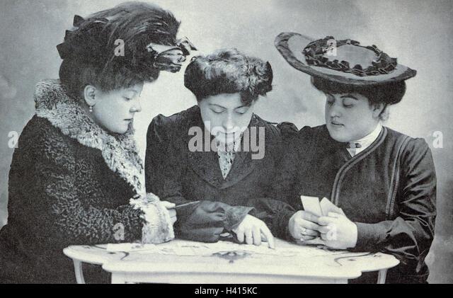 Nostalgie, Frauen, drei, Postkarten, schreiben, wählen Sie, s/w, draußen, nostalgisch, vorbei, Gruß, Stockbild