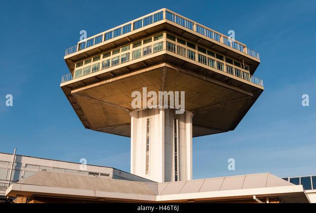 Lancaster (forton) Services, UK, auf der Autobahn m6. Der pennine Tower Restaurant (1965) ist ein denkmalgeschütztes Stockbild