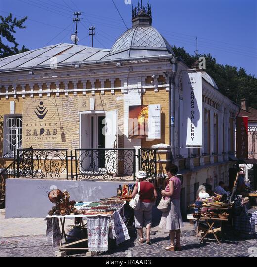 Der Ukraine, Kiew, Handwerker-Markt, Andriyivs Õ Kyi Theatergebäude, Stockbild
