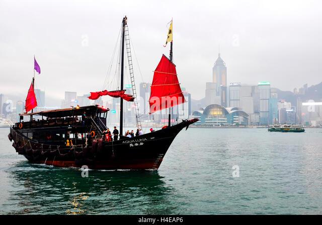 Red Sail Junk-Schiff in den Hafen von Victoria, Hong Kong Stockbild