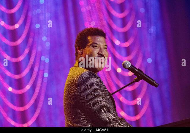 Philadelphia, Pennsylvania, USA. 15. Oktober 2016. Legendäre Grammy Award Sänger und Schauspieler, LIONEL - Stock-Bilder