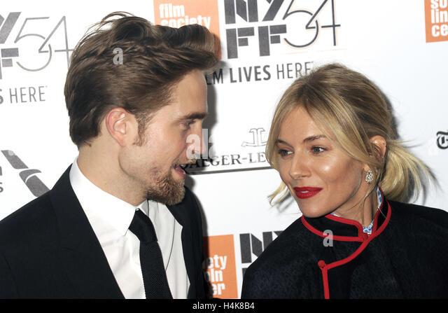 New York City. 15. Oktober 2016. Robert Pattinson und Sienna Miller besuchen Sie 'The Lost City of Z' Closing Stockbild