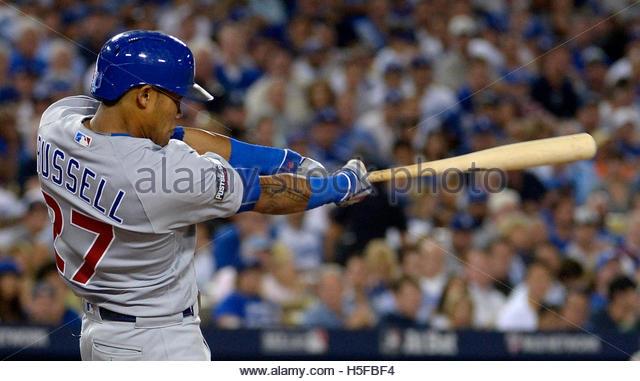 Los Angeles, Kalifornien, USA. 20. Oktober 2016. Chicago Cubs Addison Russell trifft einen zwei run Home Run gegen Stockbild