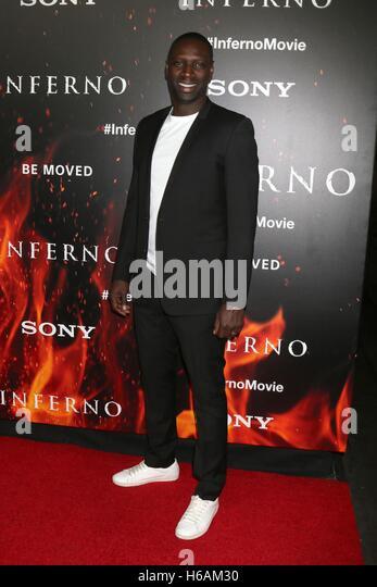 Los Angeles, CA, USA. 25. Oktober 2016. Omar Sy im Ankunftsbereich für INFERNO Premiere, Directors Guild of Stockbild