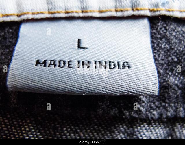 Detail der Kleidung Label zeigt Kleidungsstück war in Indien hergestellt. Stockbild