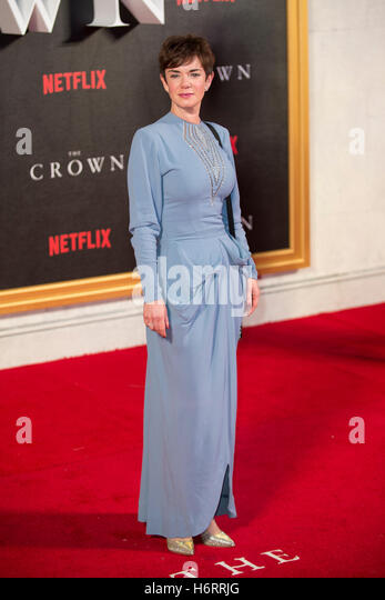 """London, UK. 1. November 2016. Victoria Hamilton besucht die Weltpremiere der neuen Netflix Original-Serie """"The Stockbild"""