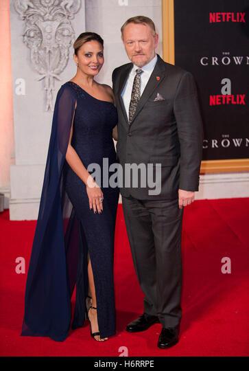 London, UK. 1. November 2016. Allegra Riggio und Jared Harris besucht die Weltpremiere der neuen Netflix Original Stockbild