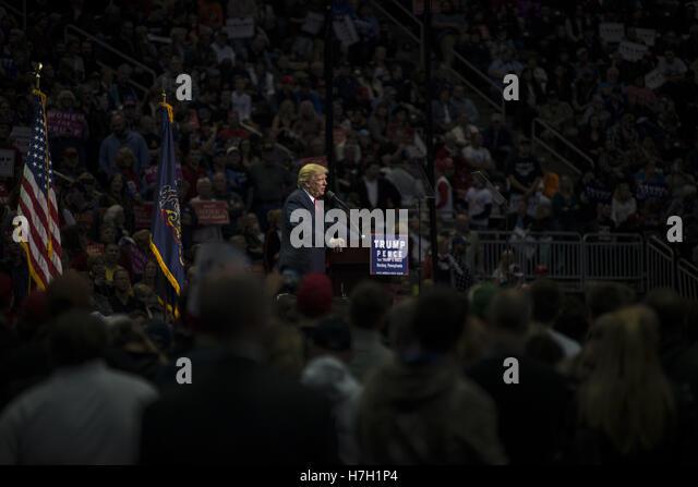Hershey, Pennsylvania, USA. 5. November 2016. Donald Trump spricht über 10.000 Fans in Hersey, Pennsylvania Stockbild