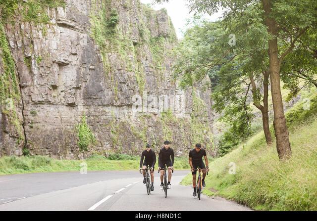 Eine Gruppe von Rennradfahrer nehmen auf Georg, Cheddar, Großbritannien Stockbild