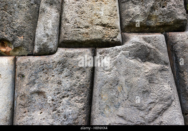 Ausschnitt aus einer alten Inka-Wand in Sacsayhuaman, in der Nähe von Cusco in Peru, Südamerika Stockbild