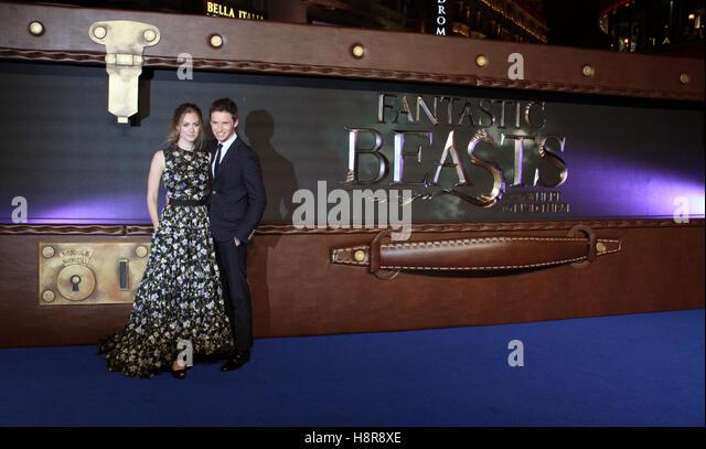"""Eddie Redmayne und seine Frau Hannah Bagshawe kommen, die Europa-Premiere des Films """"Phantastische Tierwesen Stockbild"""