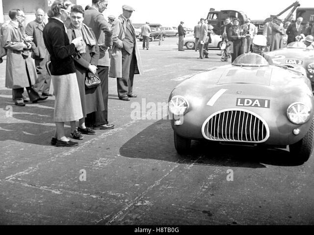 1954 SILVERSTONE KIEFT MITTELSITZ SPORTWAGEN Stockbild