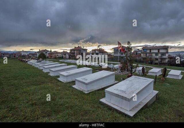 Gräber der Kosovo-Befreiungsarmee (UCK, auch bekannt als UCK) Kämpfer getötet im Kosovo-Konflikt Stockbild