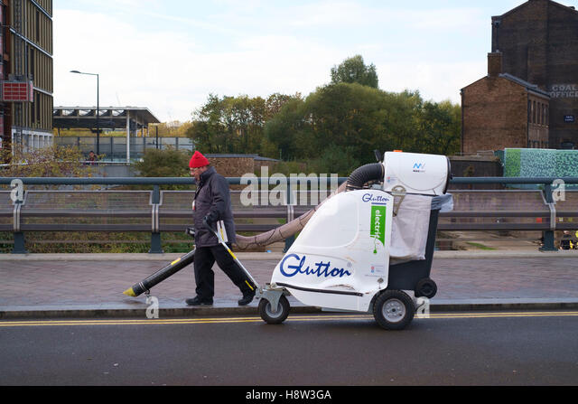 street vacuum cleaner stockfotos street vacuum cleaner bilder alamy. Black Bedroom Furniture Sets. Home Design Ideas