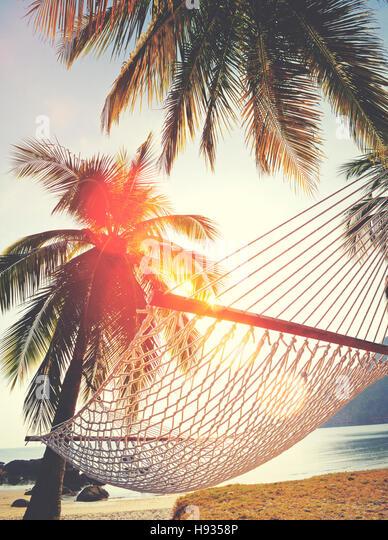 Paar-Entspannung-Urlaub-Sommer-Strand-Urlaub-Konzept Stockbild