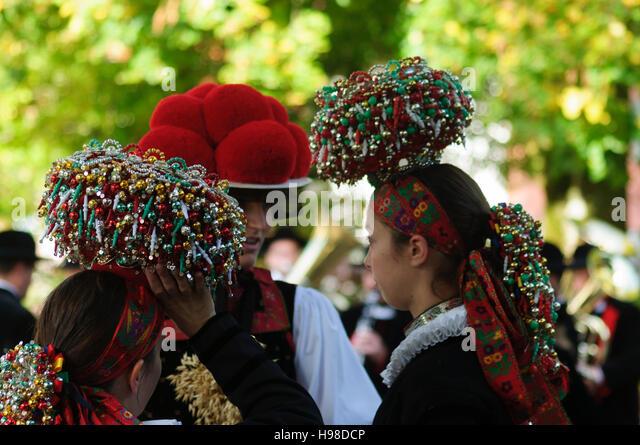 Gutach (Schwarzwaldbahn): Frauen mit Bollenhut (Bollen Hut) oder Schäppel Kopf Abdeckung, Schwarzwald, Schwarzwald, Stockbild