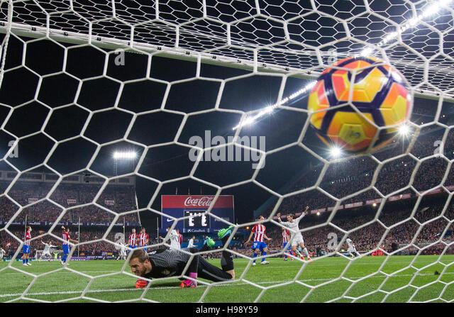Madrid, Spanien. 19. November 2016. Real Madrid Portugiesen weiterleiten Cristiano Ronaldo ein Tor während Stockbild