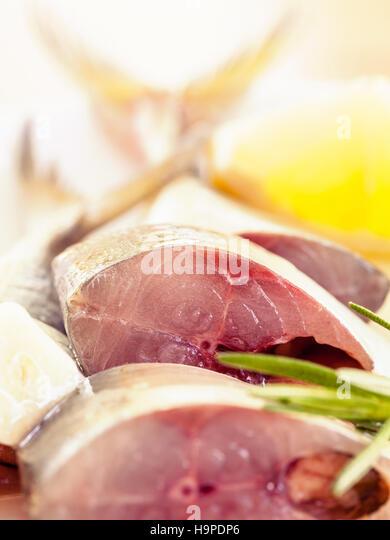 Frisch schneiden Mackeral in Olivenöl. Stockbild