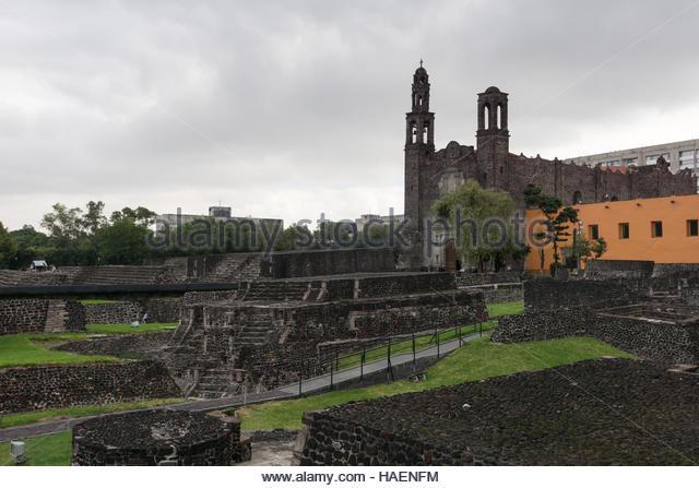 Plaza de Las Tres Culturas (Platz der drei Kulturen--moderne mexikanische, aztekischen und Spanisch. Stockbild
