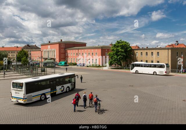 Bus-Treffen in Dessau Hauptbahnhof Stockbild