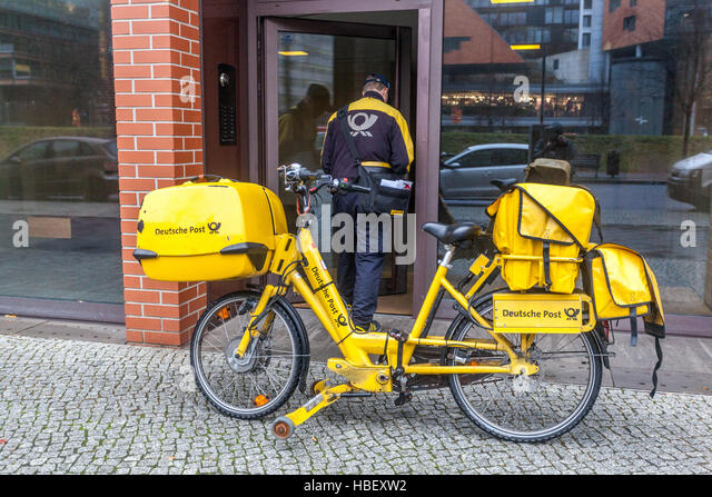 Deutsche Post Versand Fahrrad Berlin, Stockbild