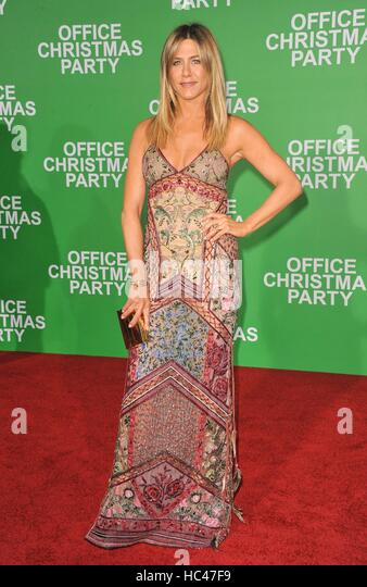 Los Angeles, CA, USA. 7. Dezember 2016. Jennifer Aniston im Ankunftsbereich für Büro CHRISTMAS PARTY Premiere, Stockbild