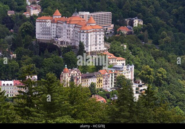 Luftaufnahme der Kurstadt Karlovy Vary in der Tschechischen Republik Stockbild