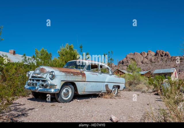 Anfang der 1950er Jahre festgesetzt Techatticup Mine in Nevada in der Nähe von Route 66 Chevy Auto hellblau Stockbild