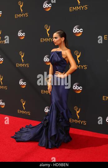 2016 Primetime Emmy Awards - Anreise am Microsoft-Theater am 18. September 2016 in Los Angeles, CA mit: Emily Ratajkowski Stockbild