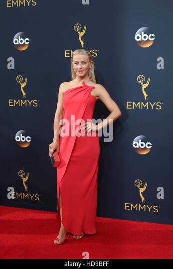2016 Primetime Emmy Awards - Anreise am Microsoft-Theater am 18. September 2016 in Los Angeles, CA mit: Julianne Stockbild