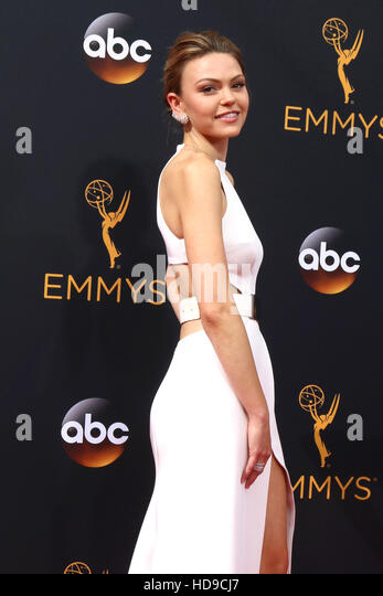 2016 Primetime Emmy Awards - Anreise am Microsoft-Theater am 18. September 2016 in Los Angeles, CA mit: Aimee Teegarden Stockbild