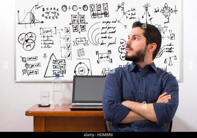 Unternehmer, die Ziele für die Zukunft nachzudenken. Board in den Rücken. Stockbild