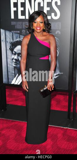 "New York, USA. 19. Dezember 2016. Viola Davis besucht die ""Zäune"" New York screening im Rose Theater, Stockbild"