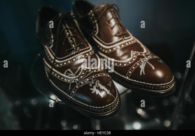 chinesische Schauspieler Tony Leung trug dieses Paar Schuhe mit Autogramm Stockbild