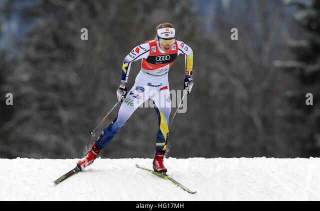 Oberstdorf, Deutschland. 4. Januar 2017. Erstplatzierte Stina Nilsson Schweden Ski im Verfolgungsrennen der Frauen Stockbild