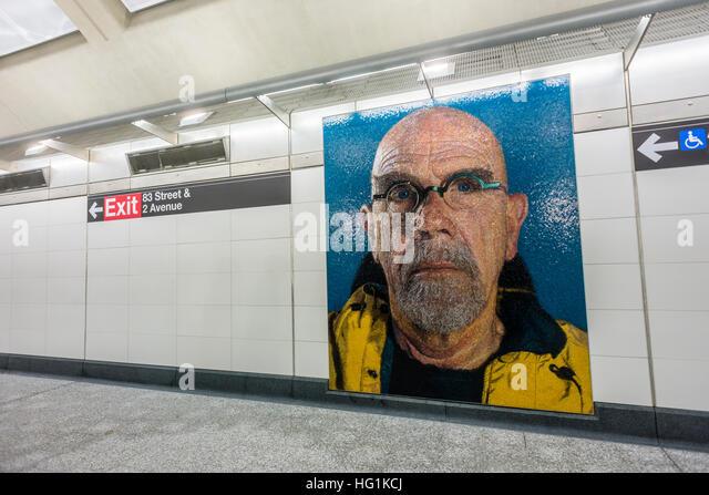 New York, USA 1. Januar 2017 - Self Portrait Wandbild Mosaik des Künstlers Chuck Close. Nach fast einem Jahrhundert Stockbild