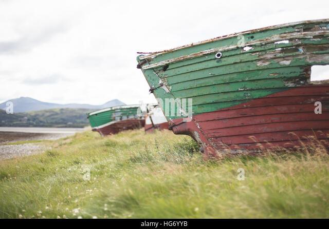 Schiffbruch Angelboote/Fischerboote am Strand von Magheroarty, Grafschaft Donegal. Irland Stockbild
