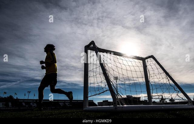 Marbella, Spanien. 11. Januar 2017. Dortmunds Neven Subotic läuft bei Borussia Dortmund Trainingslager in Marbella, Stockbild